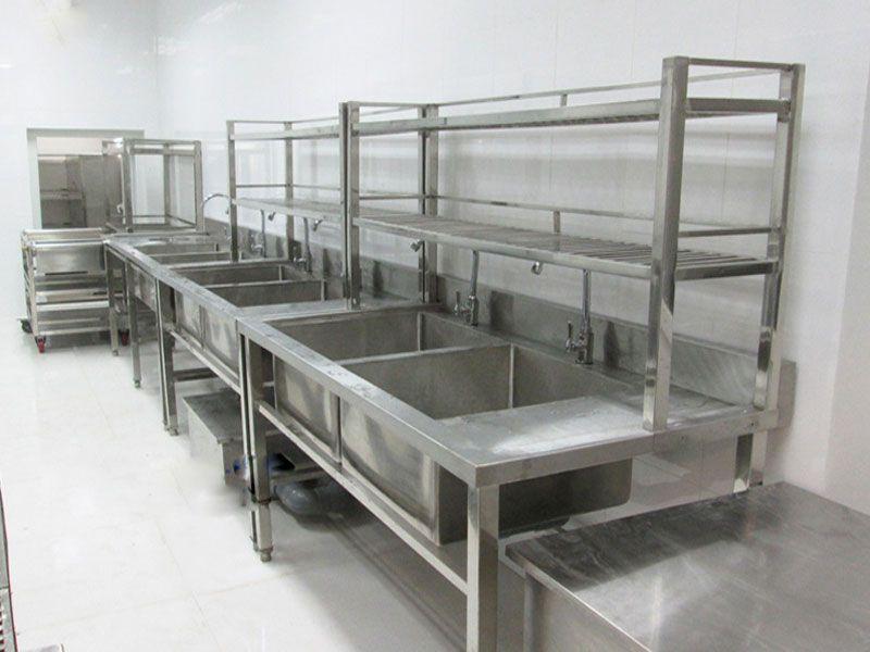 Chậu rửa bát công nghiệp thường được sử dụng tại khu bếp ăn tập thể, nhà hàng, khách sạn, bệnh viện,...