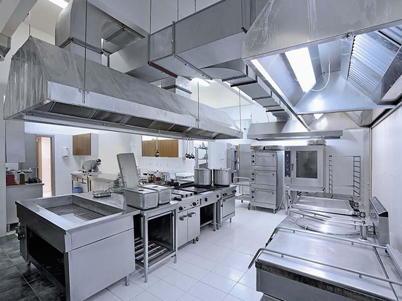 Hệ thống hút khói bếp công nghiệp giúp khử bụi và mùi thức ăn hiệu quả