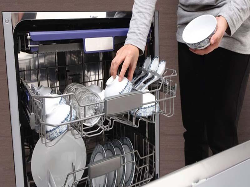 Máy rửa chén là thiết bị giúp rửa sạch bát đĩa một cách tiện lợi và nhanh chóng
